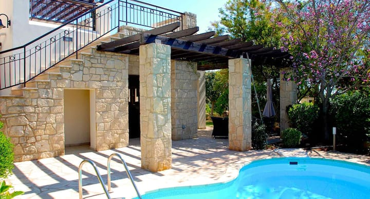 Villa Omodos with large roof terrace and views