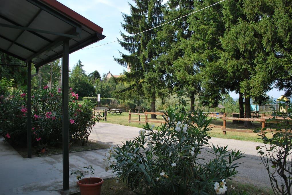 Giardino comunale di fronte al condominio