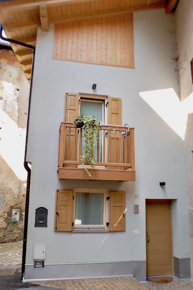 la Torretta piccolo appartamento nel cuore del centro storico di ischia sopra il lago di Calceranica