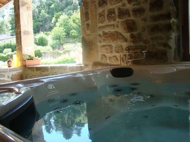 Chambre spacieuse, sauna, jacuzzi - Chassiers - Bed & Breakfast
