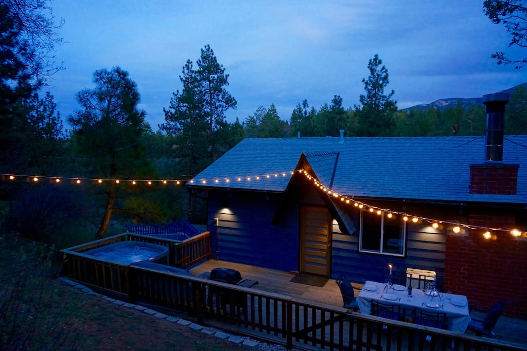 Enjoy sunset with a secluded dinner for 6 and /or jacuzzi for 5 on the back deck. The string lights really add a special atmosphere.
