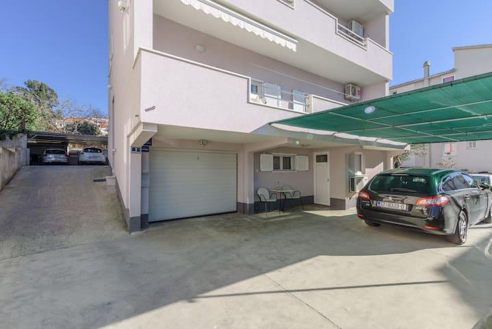 Egy hálószobás Apartman, tengerpart közelében, Okrug Gornji (Ciovo)