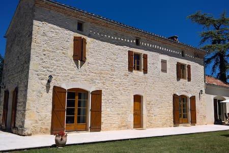 Magnifique maison en pierre - Livers-Cazelles