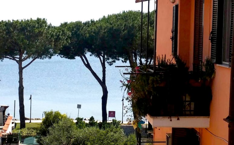 Camera in appartamento privato a 100mt lago. - Trevignano Romano - Apartment