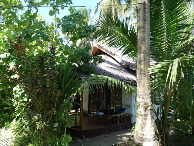 Surfside bungalow with AC ( Tuason Point)