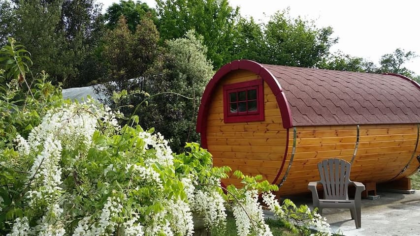 """""""le tonneau des amoureux"""" au Jardin du Clos Fleuri - Jullouville - Diğer"""