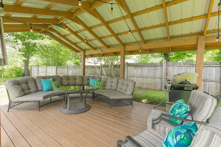 New Reno - 4Bed, 2.5Bath Firepit/ Covered Patio