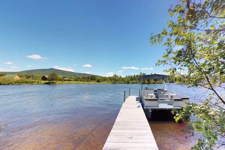 Lakefront garden cottage w/ private dock, kayak, pebble beach, yard & firepit!