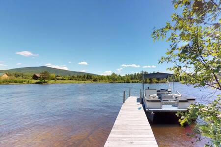 Lakefront garden cottage w/ private dock, kayak, pebble beach, yard & firepit!