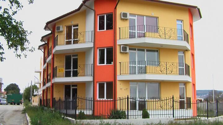 комфортный апартамент  рядом с Therma Palace 5*