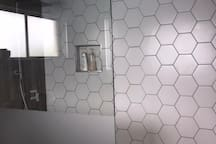 Screenless shower in main ensuite