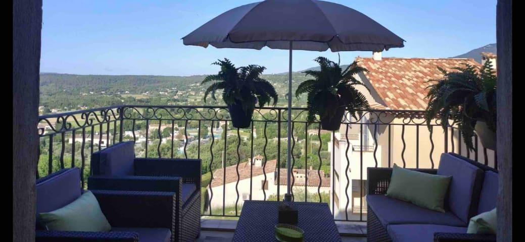 Vue terrasse Appartement 65m 2lits en 160 garage