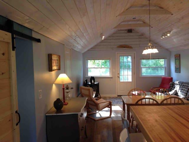 -Newly renovated lake cabin near Big Platte Lake-