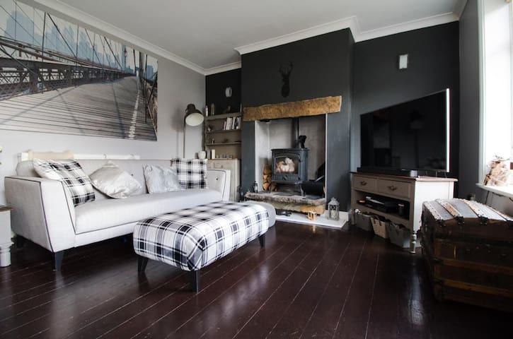 Boutique king size room in a lovely home