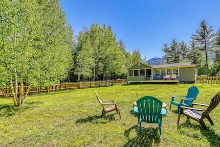 Newly updated cottage w/ firepit & fireplace - dogs welcome!