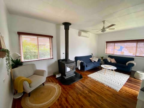 Cheerful country 3 Bedroom house close to CBD