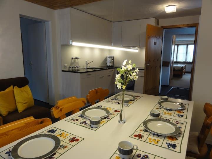 Wohnküche mit Zimmern im Haus Primula Pizol