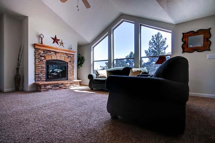 Secluded 3BR Boulder House Next to National Forest