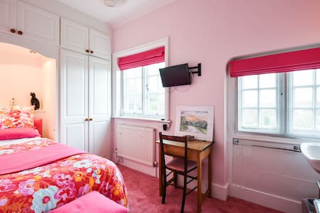 Single room overlooking garden - Eastbourne - House