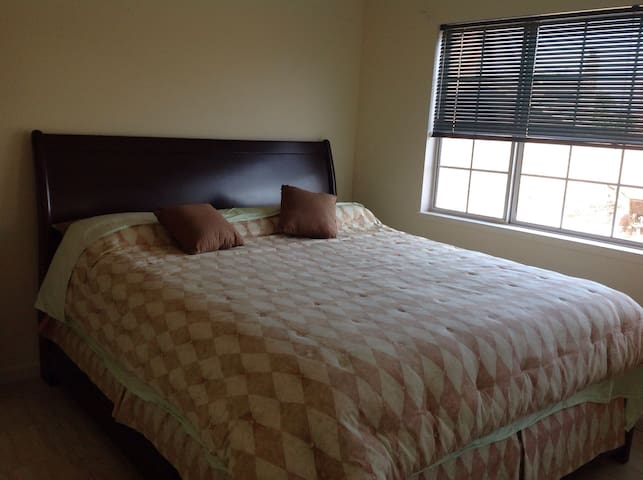Comfy lux king bed room3 off PCH - Oxnard