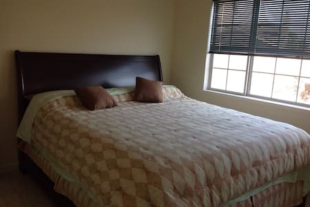 Comfy bed room /w breakfast off PCH - Oxnard