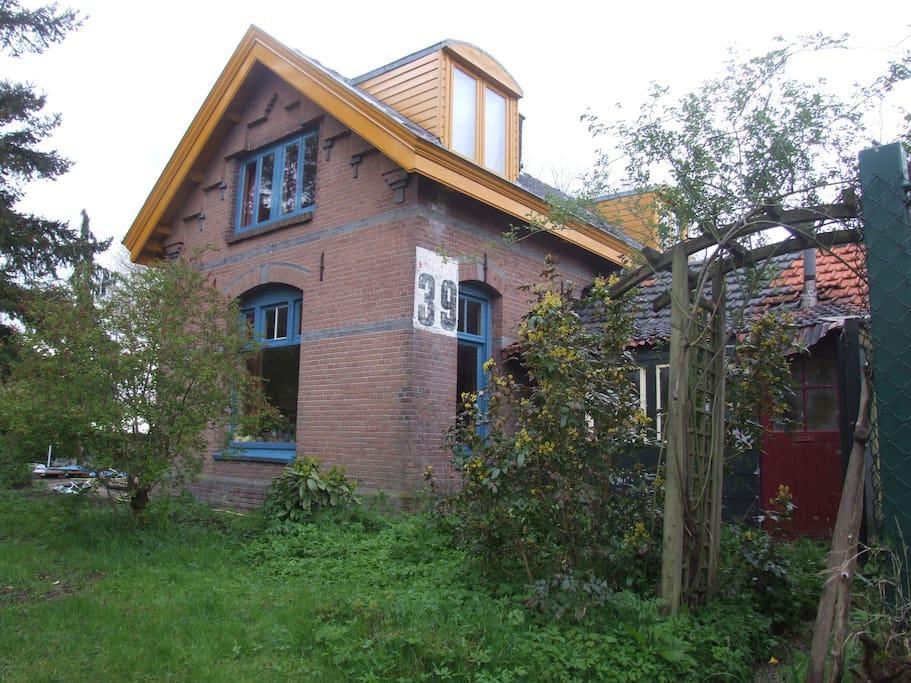 yurt met natuurgebied de moerputten als tuin yourtes louer bois le duc noord brabant. Black Bedroom Furniture Sets. Home Design Ideas