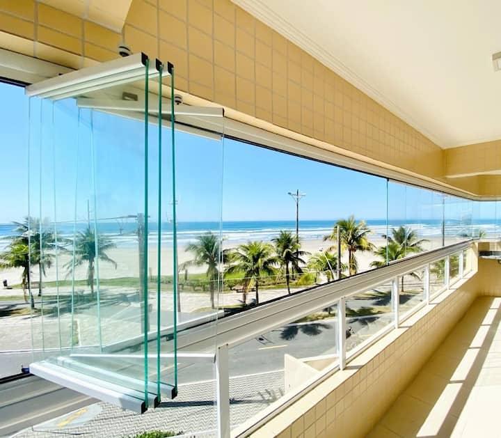 Frente ao mar. Apartamento novo. Prédio c/ piscina