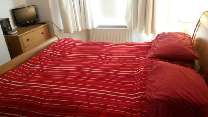 Double bedroom in central location.