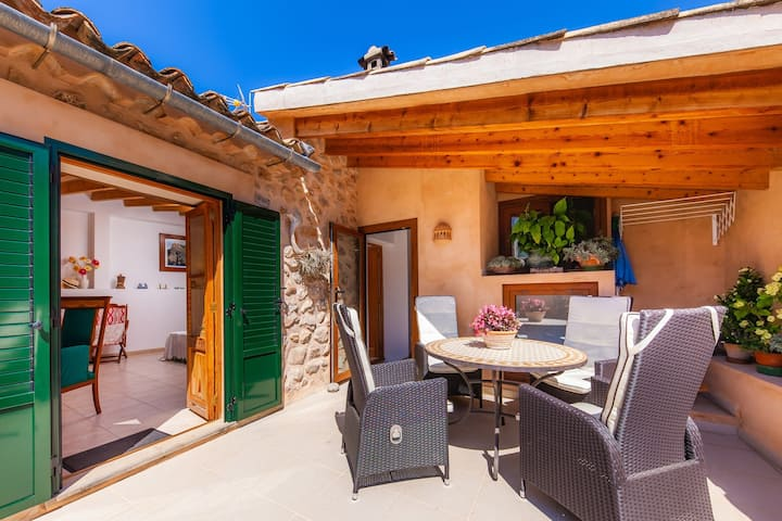 Charming holiday home in the centre – Casa Can Murons