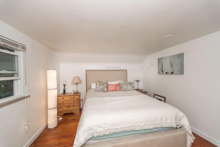 Cozy 1 bedroom in a quiet neighborhood