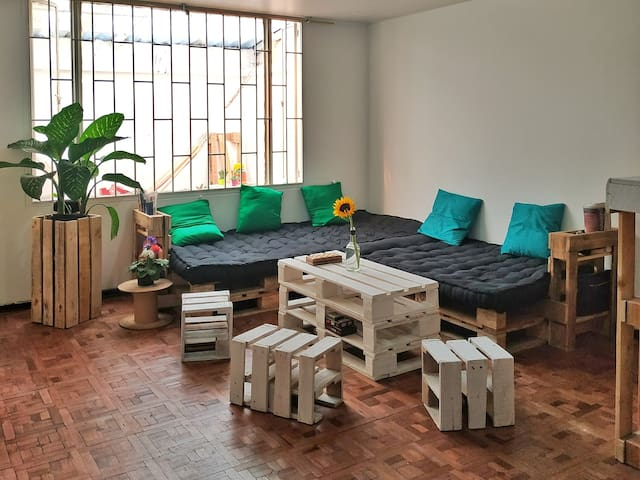 Private artsy room for 2 in Chapinero
