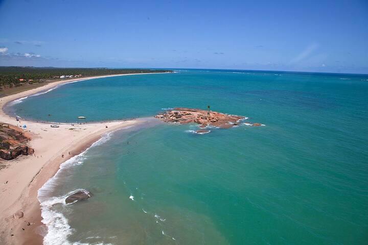 Vista aéra da praia de Mamucabinhas