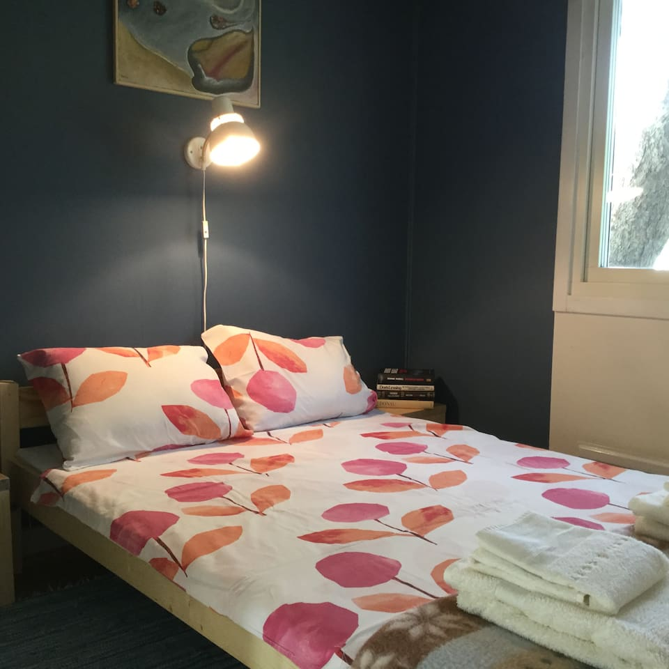 The bedroom has a calming blue colour. The bed is 120 cm.