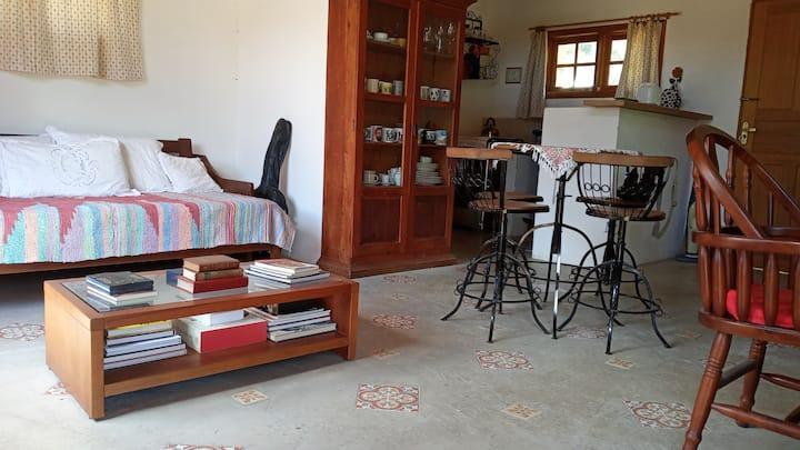 Mini-casa na serra, espaço charmoso p/ 2 pessoas.