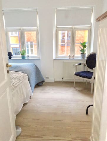 Cosy room in city, 2 min. from 'Strøget'
