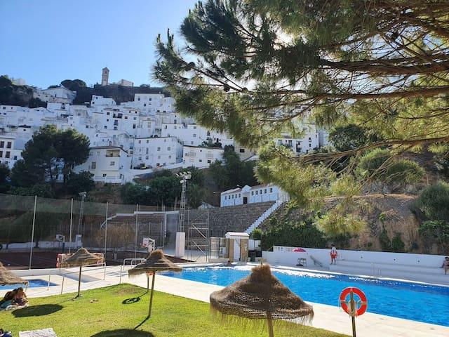 Casares Histórico con vista al montaña y castillo