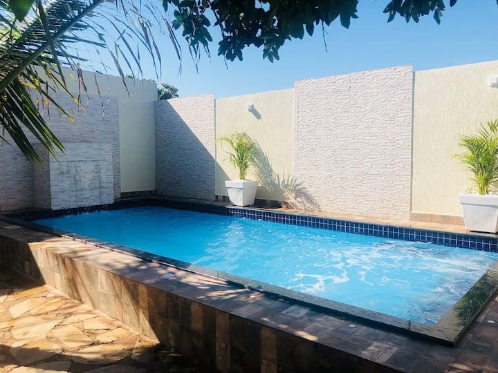 Linda casa com piscina aquecida