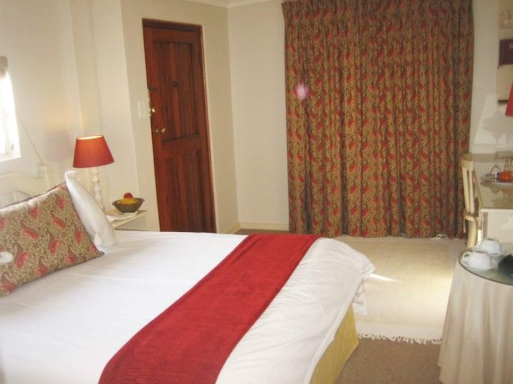 Quiet affordable suite, Rutland B&B, Craighall Pk