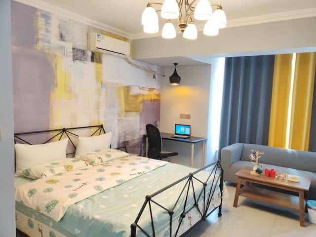 丁香公寓302:万象汇、美食街、火车站中间,宜家家具、乳胶弹簧大床房整租。