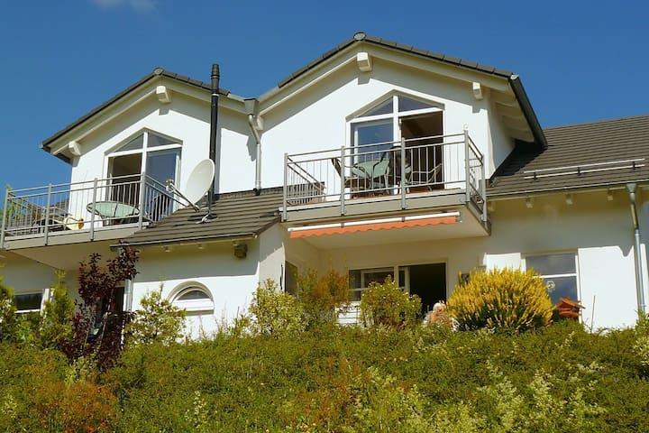 Große moderne Ferienwohnung in Willingen mit Balkon bestehend aus zwei Einheiten