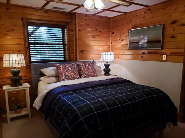 Terrace level Master Bedroom - Queen Bed