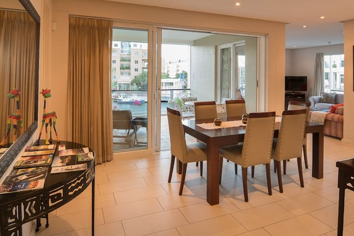 Luxurious Secure V&A Waterfront Apt