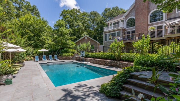 New Listing: Contemporary Elegance & Lush Greenery, Professionally Decorated Home w/ Luxe Amenities