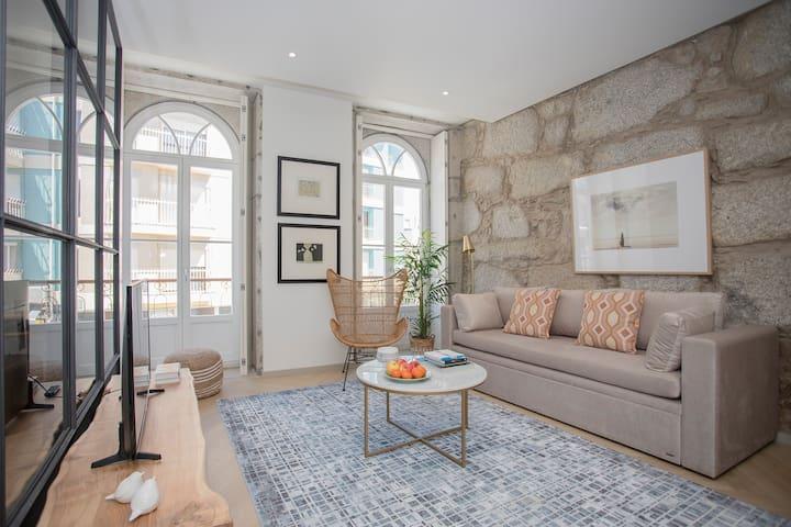 Liiiving in Porto | Luxury Beachfront Apartment IV