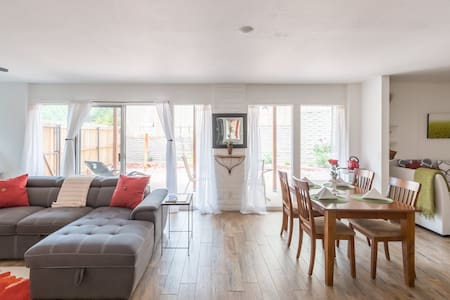 Immaculate 1Br Near Shops + Sanitized