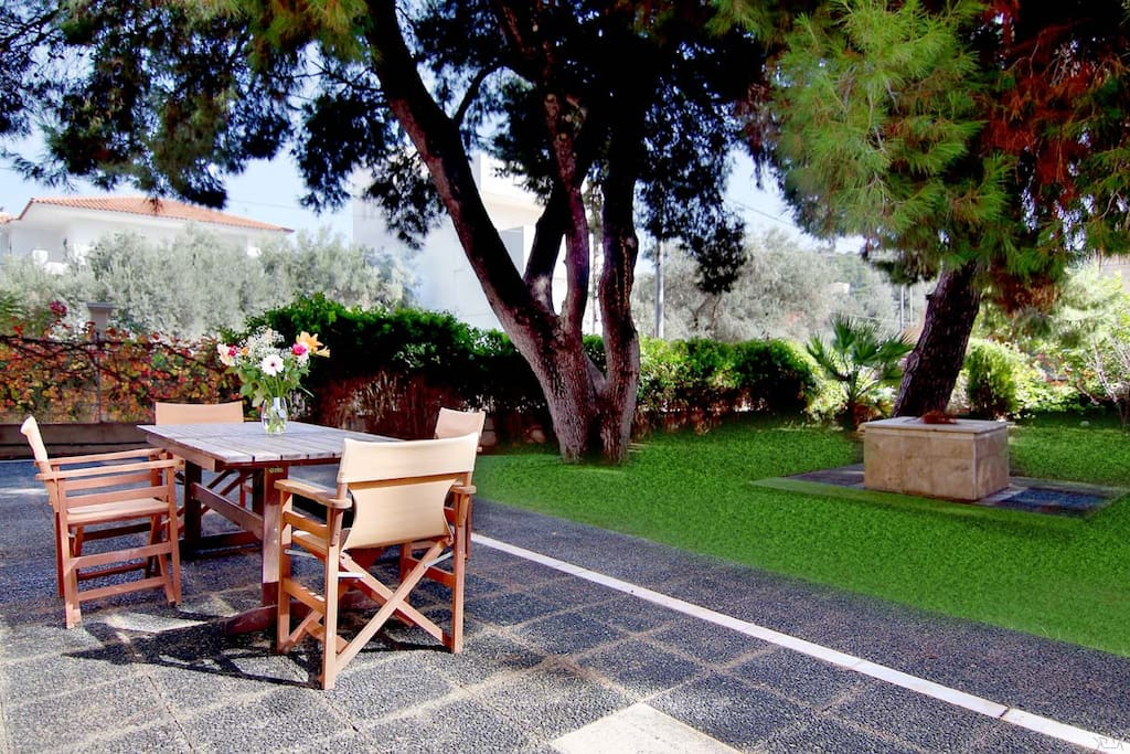 Relax in the huge garden under the shade of pine trees!