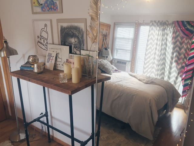 Sunny 1 bdrm w private outdoor deck in Greenpoint! - Brooklyn - Lägenhet