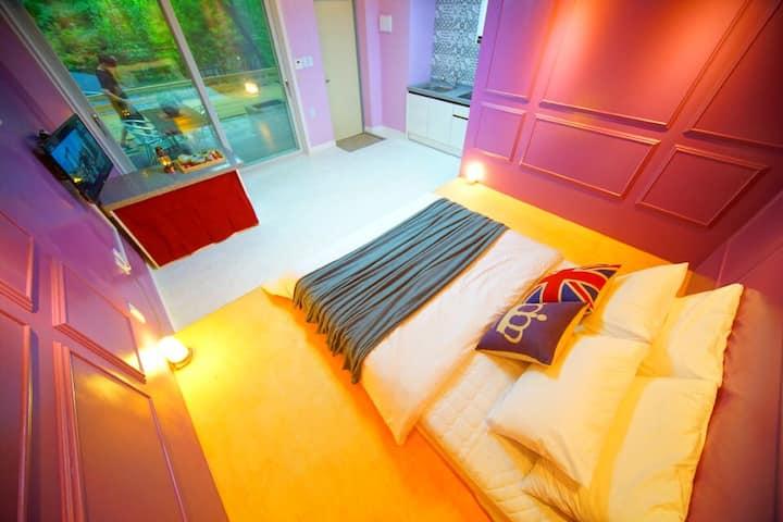 단 차이를 둔 획기적인 침실과 감각적인 인테리어가 인상적인 B동102호