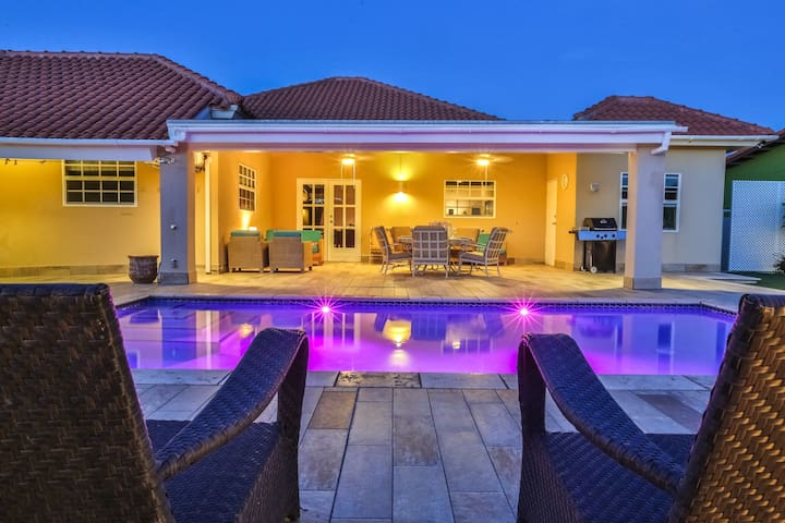 Spectacular Outside Area - Truly Only Great Words! - Noord - Villa