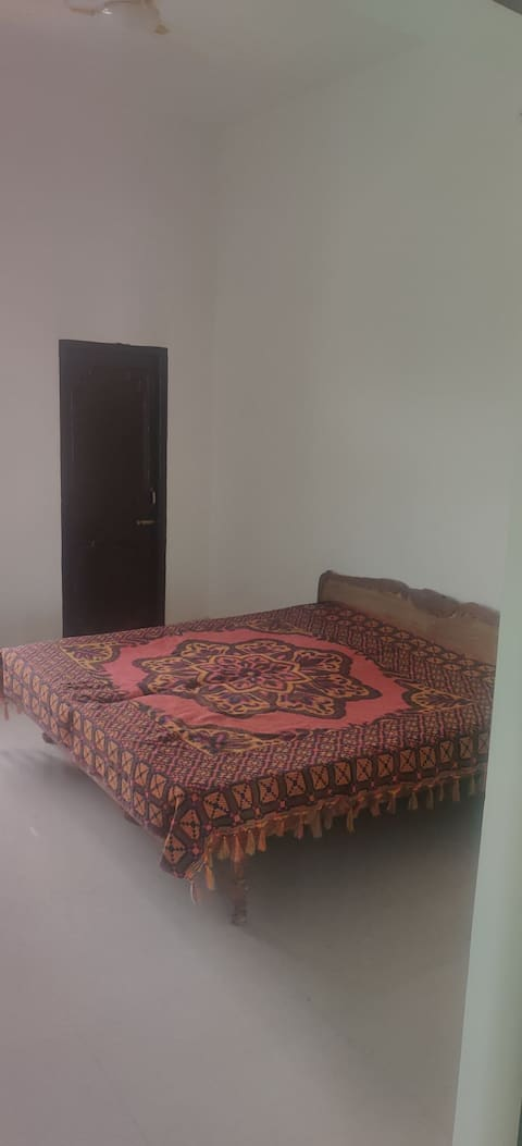 Welcoming 1 air conditioned spacious private bedroom, attached bathroom ,balcony and free parking.